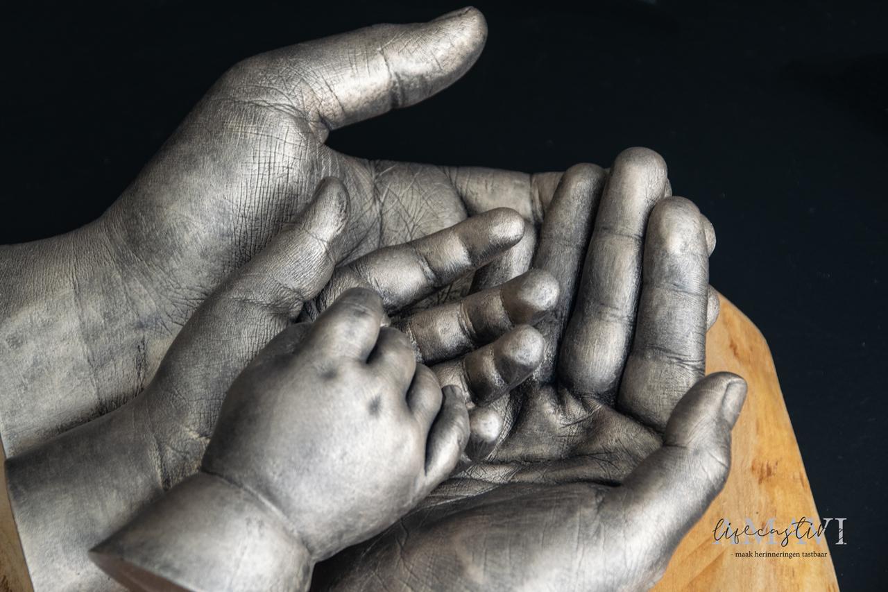 Op handen gedragen